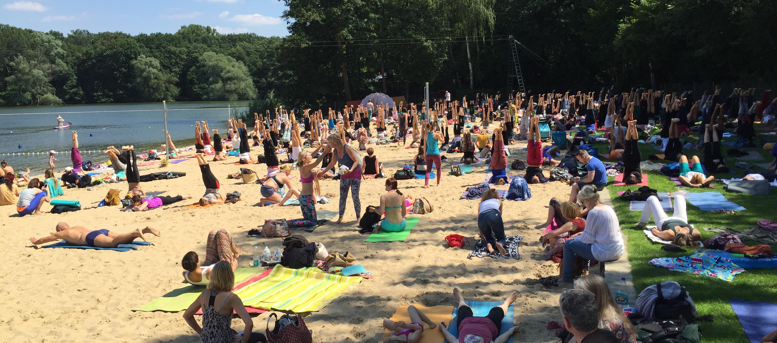 Foto vom Yoga-Tag Berlin 2016 im Strandbad Jungfernheide